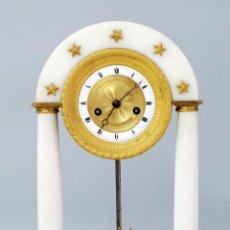 Relojes de carga manual: RELOJ LUIS XVI MÁRMOL BLANCO Y BRONCE DORADO FRANCIA S XVIII FUNCIONA. Lote 45833521