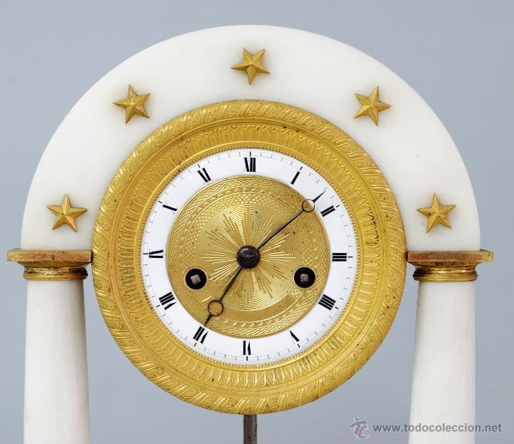 Relojes de carga manual: Reloj Luis XVI mármol blanco y bronce dorado Francia S XVIII Funciona - Foto 2 - 45833521