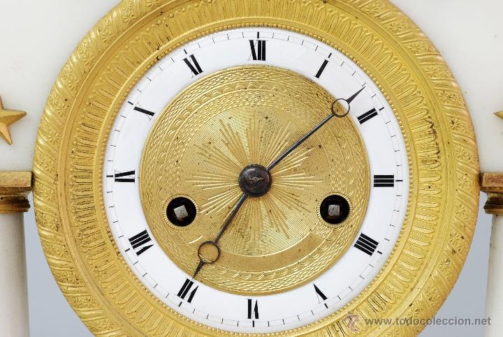 Relojes de carga manual: Reloj Luis XVI mármol blanco y bronce dorado Francia S XVIII Funciona - Foto 3 - 45833521