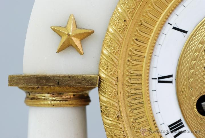 Relojes de carga manual: Reloj Luis XVI mármol blanco y bronce dorado Francia S XVIII Funciona - Foto 4 - 45833521