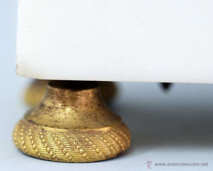 Relojes de carga manual: Reloj Luis XVI mármol blanco y bronce dorado Francia S XVIII Funciona - Foto 7 - 45833521