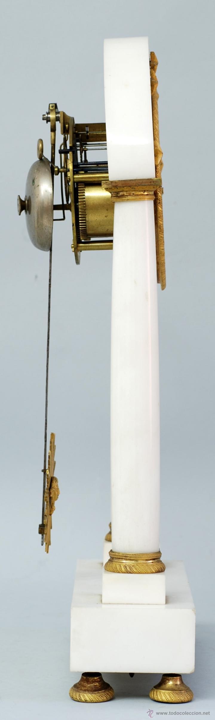 Relojes de carga manual: Reloj Luis XVI mármol blanco y bronce dorado Francia S XVIII Funciona - Foto 9 - 45833521