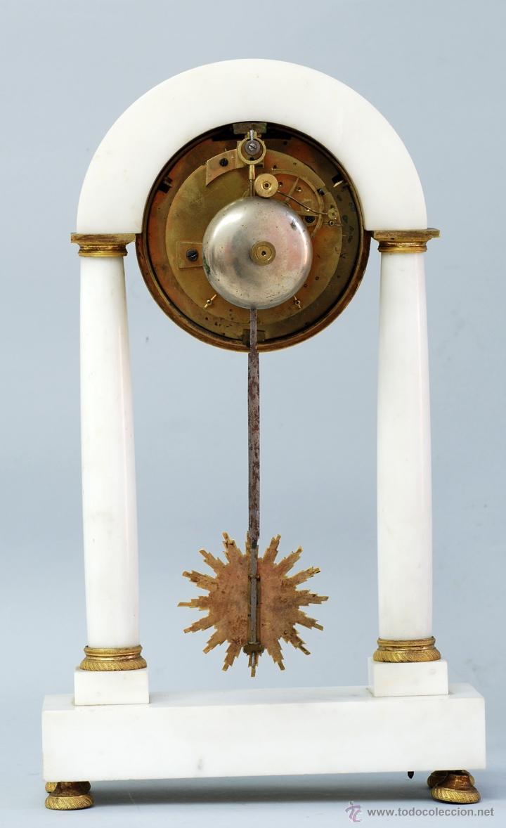 Relojes de carga manual: Reloj Luis XVI mármol blanco y bronce dorado Francia S XVIII Funciona - Foto 10 - 45833521