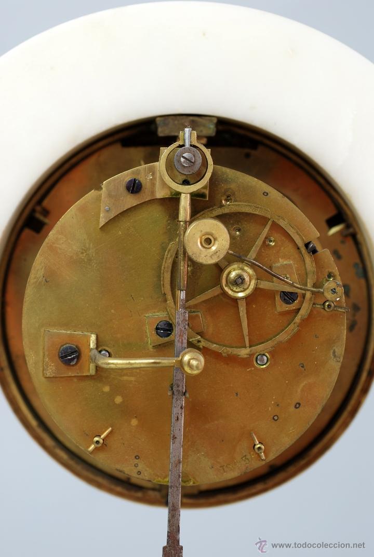 Relojes de carga manual: Reloj Luis XVI mármol blanco y bronce dorado Francia S XVIII Funciona - Foto 12 - 45833521