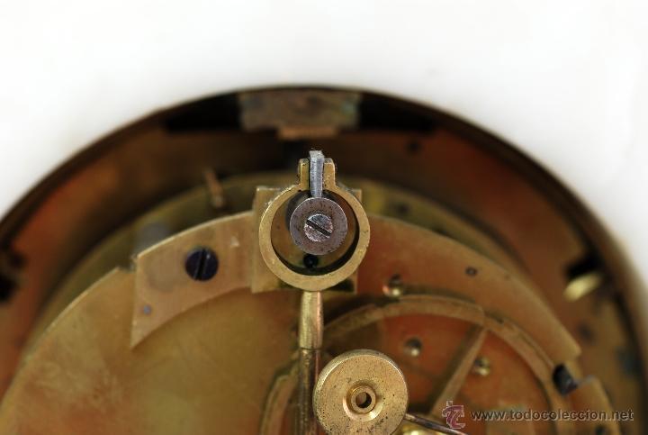 Relojes de carga manual: Reloj Luis XVI mármol blanco y bronce dorado Francia S XVIII Funciona - Foto 13 - 45833521