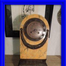 Relojes de carga manual: FANTASTICO RELOJ SOBREMESA IMPERIO DE MARMOL SIENA SUSPENSION DE HILO SIGNOS DEL ZODIACO. Lote 41227398