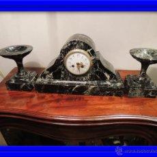 Relojes de carga manual: RELOJ SOBREMESA ART DECO DE MARMOL VERDE CON COPAS. Lote 42357817