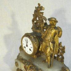 Relojes de carga manual: RELOJ DE SOBREMESA DORADO AL MERCURIO CON PEANA DE ALABASTRO. Lote 46372441
