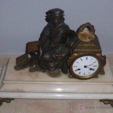 Relojes de carga manual: ANTIGUO RELOJ DE BRONCE CON PEANA DE MARMOL BLANCO Y MAQUINARIA PARIS. . Lote 46570719