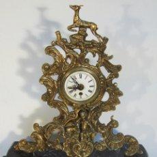 Relojes de carga manual: RELOJ SOBREMESA DE CUERDA EN BRONCE Y PEANA DE MARMOL. Lote 46619349