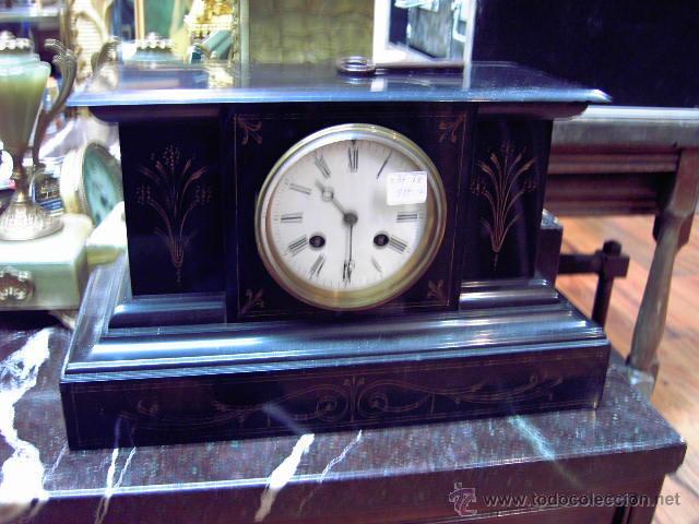 RELOJ DE MARMOL NEGRO CON DECORACION FLORES MÁQUINA PARIS LLAVE ORIGINAL DA LAS HORAS Y LAS MEDIAS . (Relojes - Sobremesa Carga Manual)