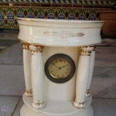 Relojes de carga manual: ANTIGUO RELOJ DE SOBREMESA EN PORCELANA SIGLO XIX CON MARCAS. Lote 46943592