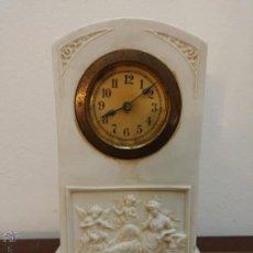 Relojes de carga manual: ANTIGUO RELOJ IMPERIO DE PORCELANA BISCUITS CON MARCAS. Lote 47272521