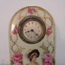 Relojes de carga manual: ANTIGUO RELOJ EN PORCELANA DE SOBREMESA CON MARCAS Y FIRMADO ( COPYRIGHT 1907 BY PHILIP BOILEAU ). Lote 47494836