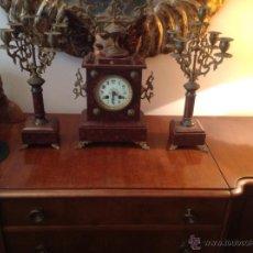 Relojes de carga manual: ANTIGÜO RELOJ DE SOBREMESA FRANCÉS CON GUARNICIÓN DE CANDELABROS SIGLO XIX. Lote 47585042
