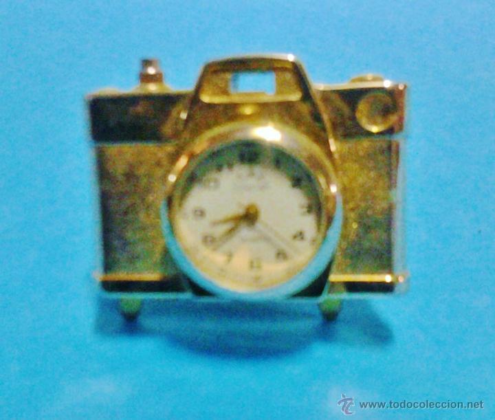 PIEZA DE COLECCIONISTA - RELOJ SUNSTAR EN MINI CAMARA FOTOGRAFICA - METAL DORADO - FUNCIONA - FOTO (Relojes - Sobremesa Carga Manual)