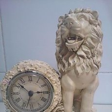 Relojes de carga manual: BONITO RELOJ DE SOBREMESA CON FIGURA DE LEON. Lote 49926431