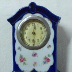Relojes de carga manual: RELOJ DE SOBREMESA DE PORCELANA ANTIGUO. Lote 50352260