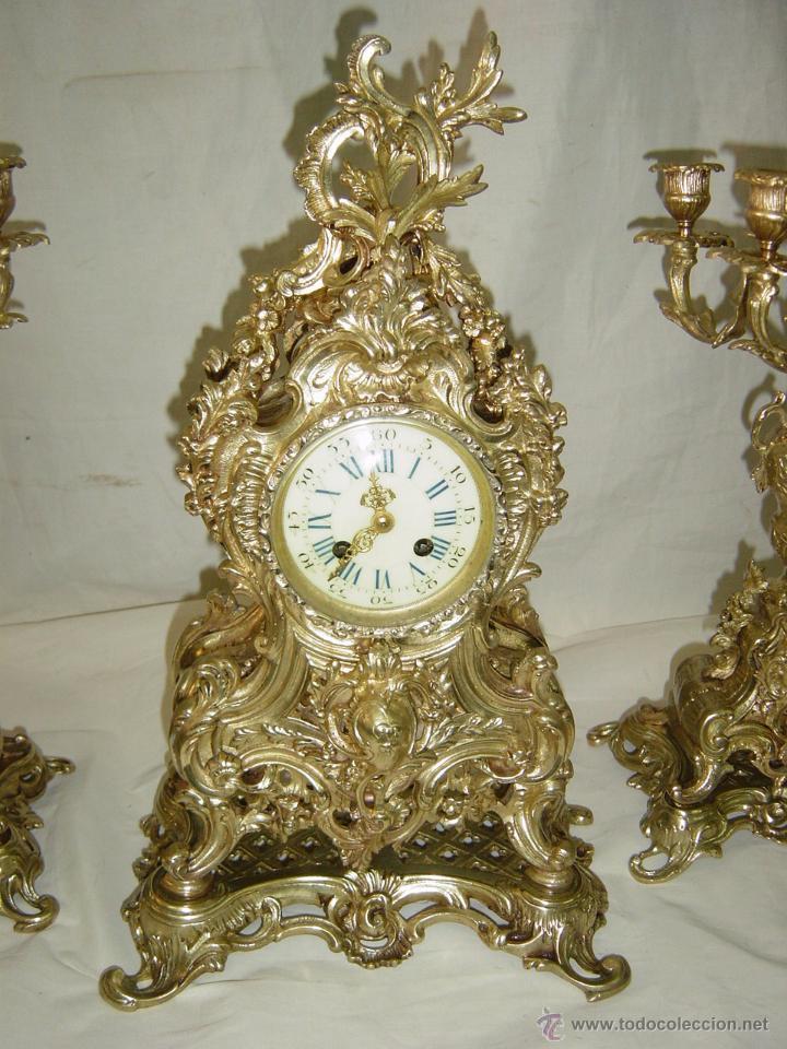 Relojes de carga manual: Reloj y candelabros de bronce, estilo Luis XV, carga manual, siglo XIX - Foto 2 - 113947555