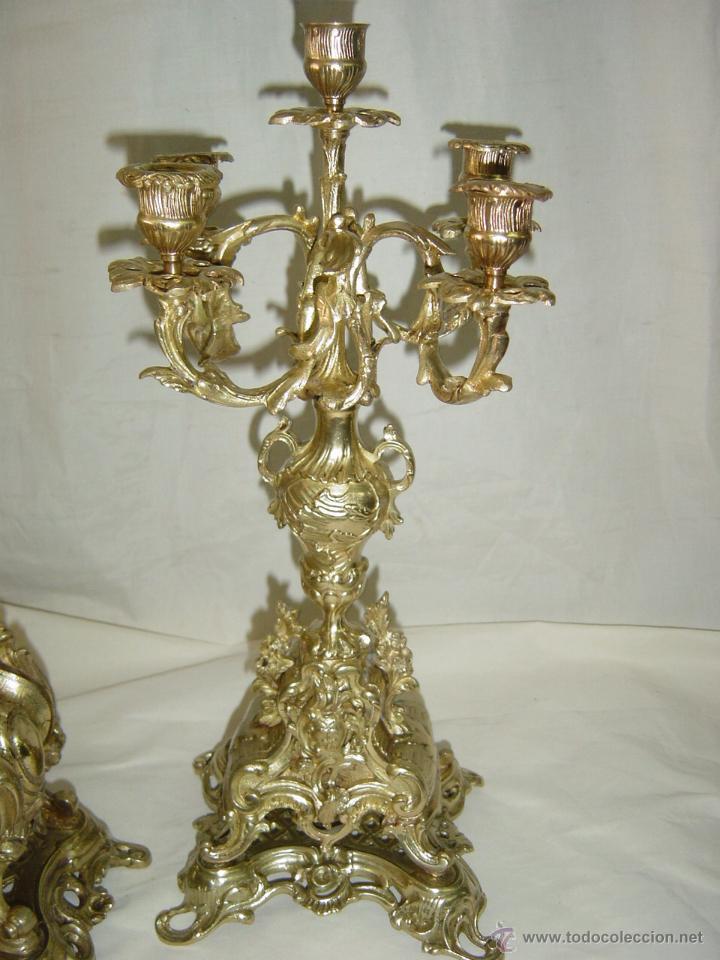Relojes de carga manual: Reloj y candelabros de bronce, estilo Luis XV, carga manual, siglo XIX - Foto 5 - 113947555