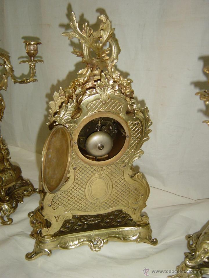 Relojes de carga manual: Reloj y candelabros de bronce, estilo Luis XV, carga manual, siglo XIX - Foto 6 - 113947555