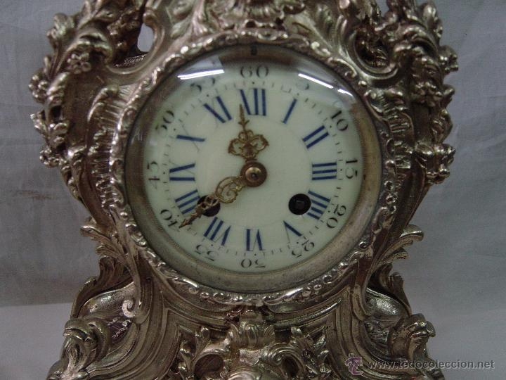 Relojes de carga manual: Reloj y candelabros de bronce, estilo Luis XV, carga manual, siglo XIX - Foto 8 - 113947555