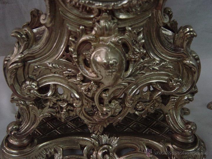 Relojes de carga manual: Reloj y candelabros de bronce, estilo Luis XV, carga manual, siglo XIX - Foto 9 - 113947555