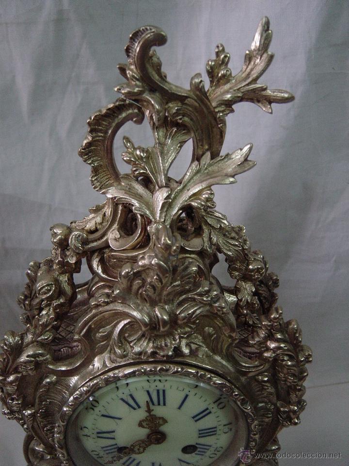 Relojes de carga manual: Reloj y candelabros de bronce, estilo Luis XV, carga manual, siglo XIX - Foto 12 - 113947555