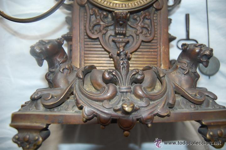 Relojes de carga manual: ANTIGUO RELOJ DE BRONCE CON CANDELABROS - Foto 3 - 51187239