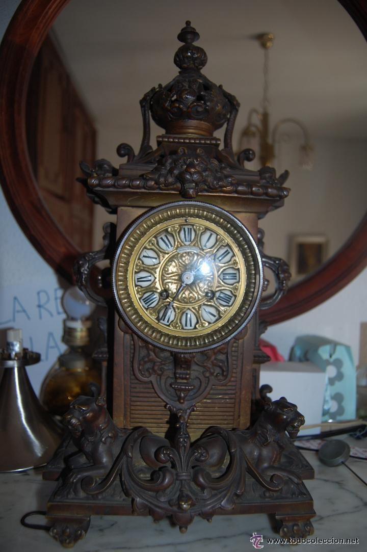 Relojes de carga manual: ANTIGUO RELOJ DE BRONCE CON CANDELABROS - Foto 5 - 51187239
