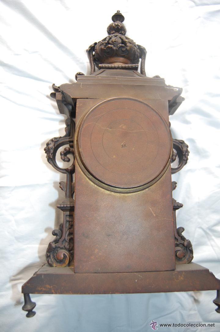Relojes de carga manual: ANTIGUO RELOJ DE BRONCE CON CANDELABROS - Foto 7 - 51187239
