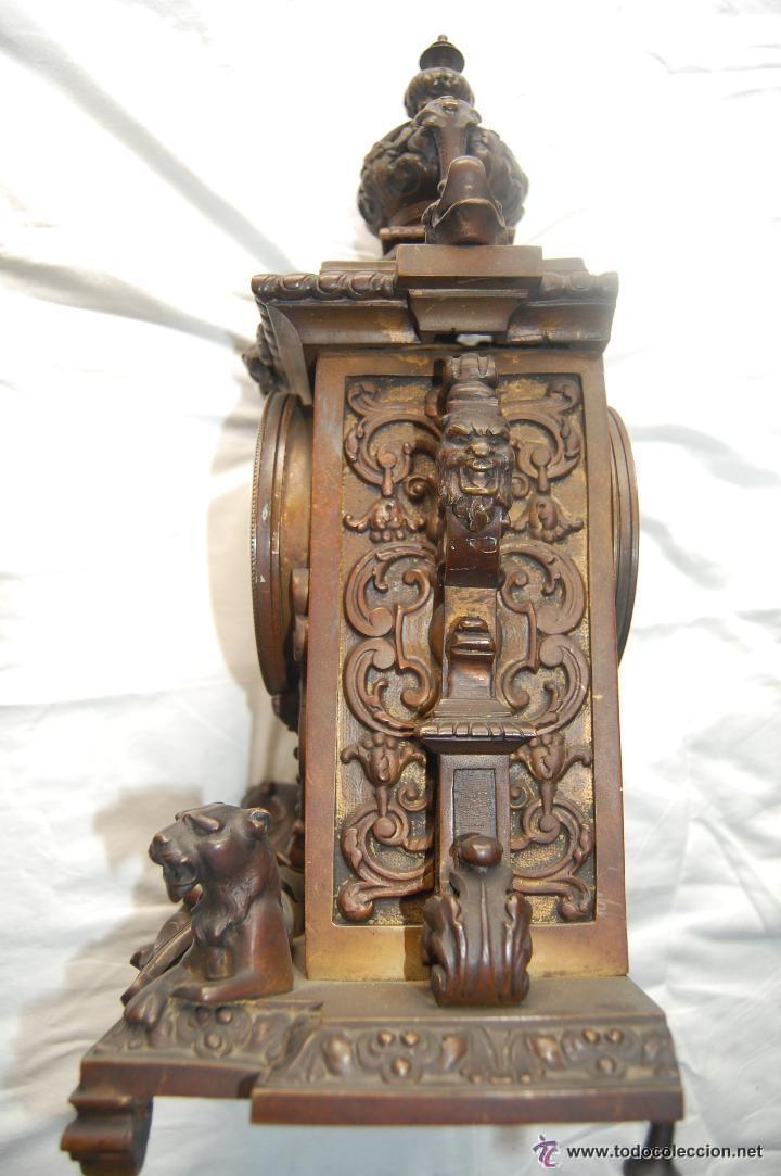 Relojes de carga manual: ANTIGUO RELOJ DE BRONCE CON CANDELABROS - Foto 8 - 51187239