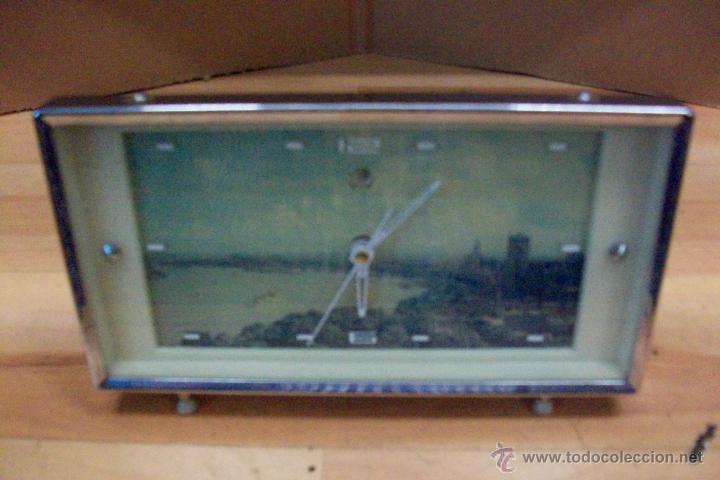 Relojes de carga manual: ANTIGUO RELOJ CHINO-AÑOS 1960 APROX - Foto 2 - 51549565
