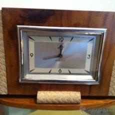 Relojes de carga manual: GRAN RELOJ DE SOBREMESA VINTAGE RETRO MADERA AHSTON MEDIDAS 31 X 20CM DE CUERDA. Lote 52333297