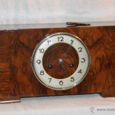 Relojes de carga manual: ANTIGUO RELOJ DE CHIMENEA CON SONERÍA DE TRES MARTILLOS, FUNCIONA PERO NECESITA AJUSTE.. Lote 52449733