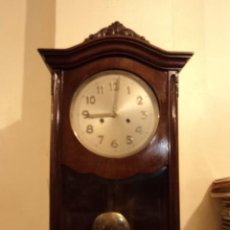 Relojes de carga manual: ANTIGUO RELOJ DE PARED A CUERDA EN MADERA, TOCA LAS HORAS Y MEDIAS, FUNCIONA. Lote 52940774