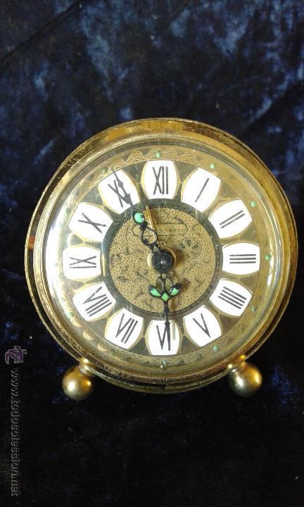 BONITO RELOJ DE CUERDA EN COBRE O LATON, NO FUNCIONA (Relojes - Sobremesa Carga Manual)