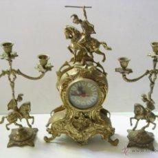 Relojes de carga manual: RELOJ CON DOS CANDELABROS. Lote 54065397