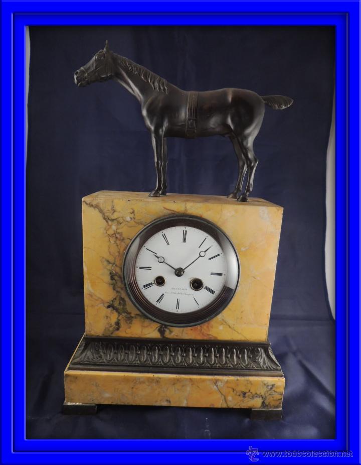 PRECIOSO RELOJ DE MARMOL SIENA CON BRONCE DE CABALLO EPOCA IMPERIO (Relojes - Sobremesa Carga Manual)