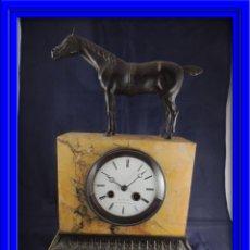 Relojes de carga manual: PRECIOSO RELOJ DE MARMOL SIENA CON BRONCE DE CABALLO EPOCA IMPERIO. Lote 54066246