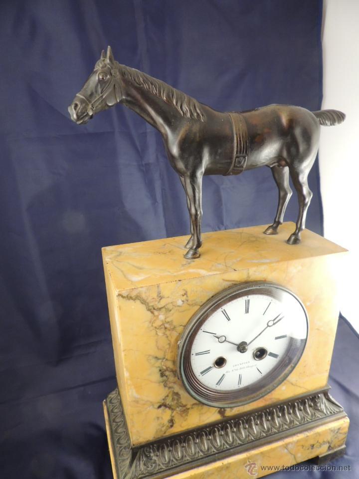 Relojes de carga manual: PRECIOSO RELOJ DE MARMOL SIENA CON BRONCE DE CABALLO EPOCA IMPERIO - Foto 2 - 54066246