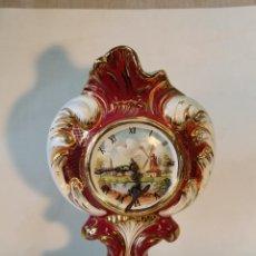 Relojes de carga manual: RELOJ ANTIGUO DE SOBREMESA EN PORCELANA. Lote 54161792