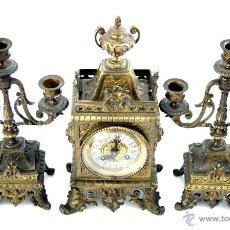 Relojes de carga manual: RELOJ FRANCÉS DE BRONCE CON GUARNICIÓN DE CANDELABROS - S. XIX. Lote 54200517