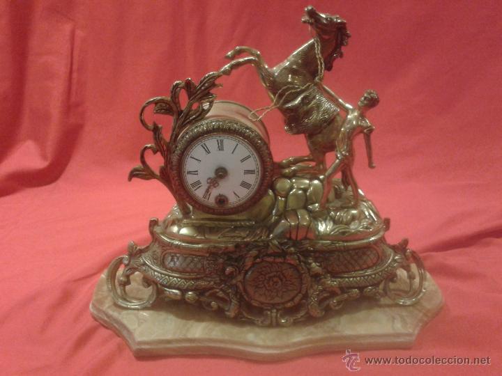 RELOJ ALEMÁN DE BRONCE CON PEANA DE MÁRMOL Y CARGA MANUAL (Relojes - Sobremesa Carga Manual)