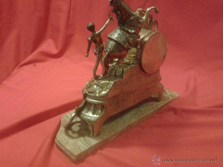 Relojes de carga manual: Reloj alemán de bronce con peana de mármol y carga manual - Foto 5 - 54325619