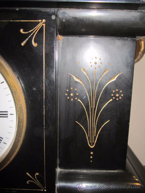 Relojes de carga manual: Reloj de marmol negro con decoracion flores máquina paris llave original da las horas y las medias . - Foto 6 - 46918232