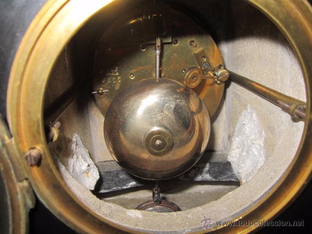 Relojes de carga manual: Reloj de marmol negro con decoracion flores máquina paris llave original da las horas y las medias . - Foto 8 - 46918232