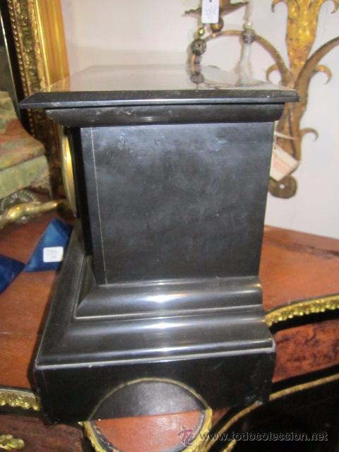 Relojes de carga manual: Reloj de marmol negro con decoracion flores máquina paris llave original da las horas y las medias . - Foto 9 - 46918232
