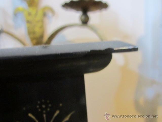 Relojes de carga manual: Reloj de marmol negro con decoracion flores máquina paris llave original da las horas y las medias . - Foto 11 - 46918232