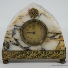 Orologi di carica manuale: RELOJ DESPERTADOR MARCA CARTEL EN MARMOL CON REMATES EN LATÓN. AÑOS 30/40. Lote 49349253